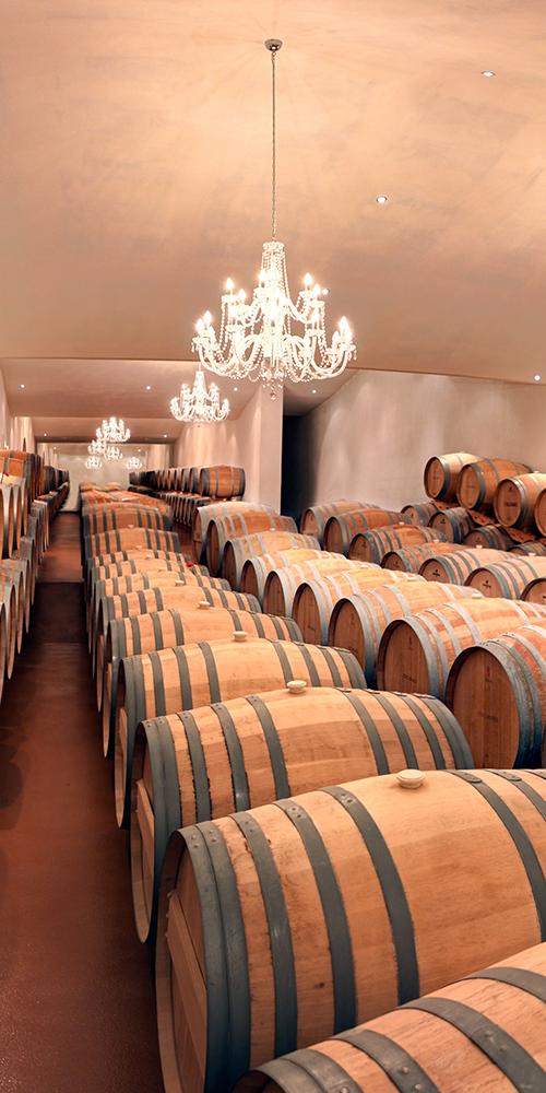 présentation barriques de vin rouge Château L'Inclassable