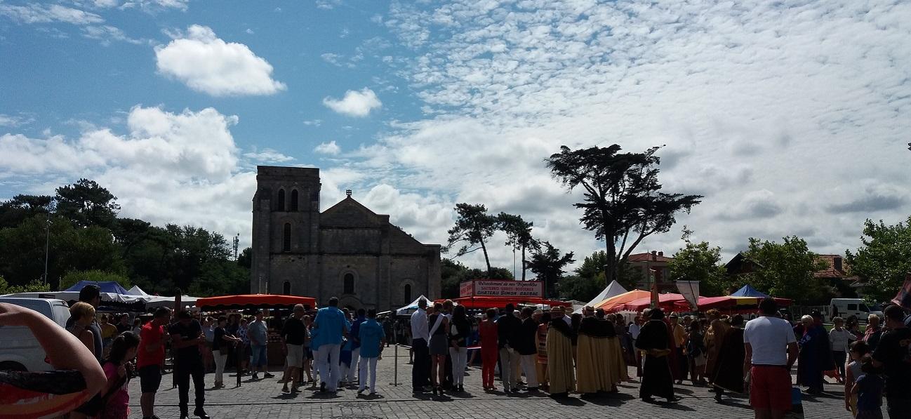 place de la Basilique Notre Dame de la fin des Terres Soulac
